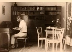 Rudolf Knop am Neupert Clavichord (ca. 1960)